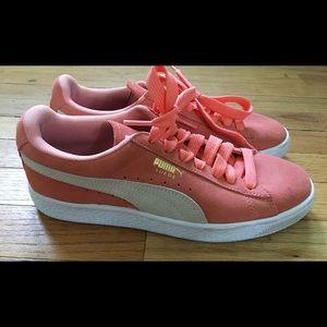 Beautiful Puma Sneakers (Like New)